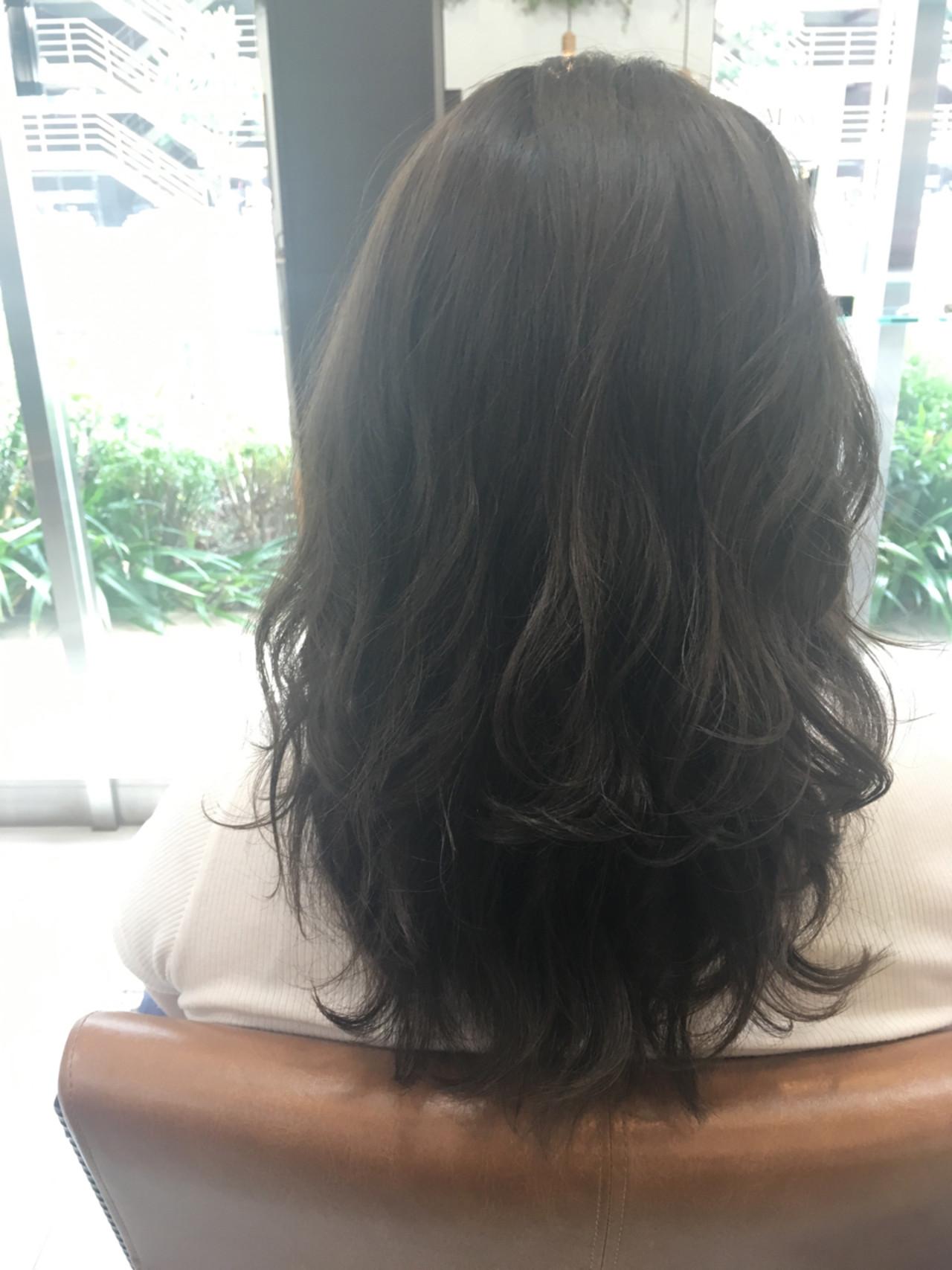 グレージュ アッシュグレージュ ロング ゆるふわ ヘアスタイルや髪型の写真・画像 | 大谷 伶美 / brace / soin de brace