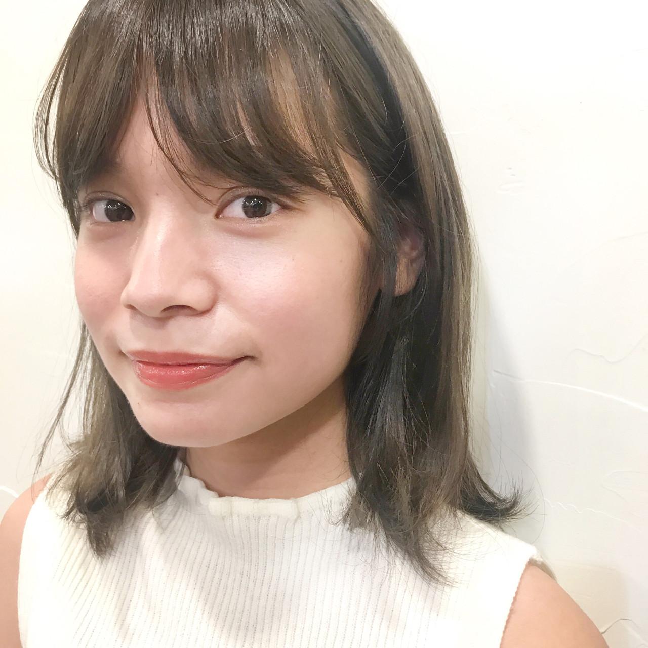 レイヤーカット ベージュ ブルーアッシュ 透明感 ヘアスタイルや髪型の写真・画像