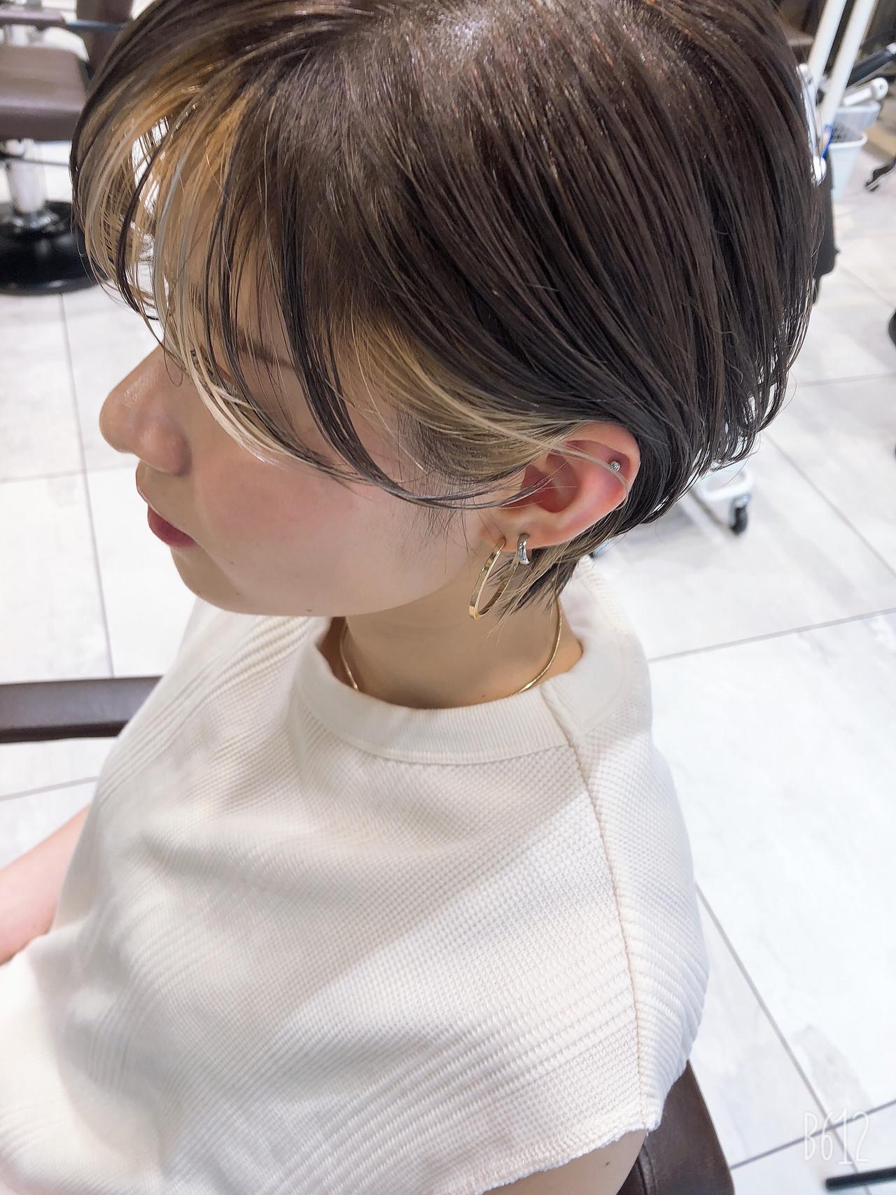 ショート ハイライト アンニュイほつれヘア ナチュラル ヘアスタイルや髪型の写真・画像
