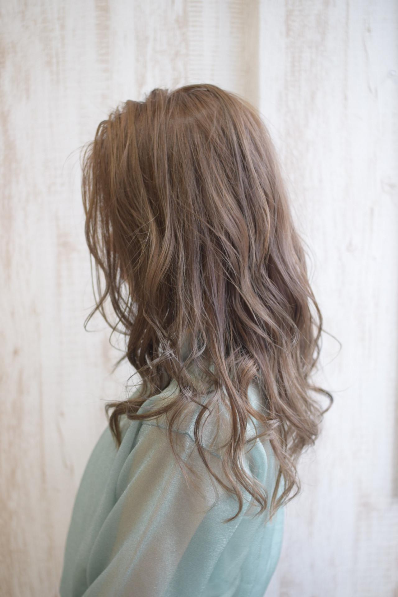 ミルクティーグレージュ セミロング ミルクティーブラウン ミルクティーアッシュ ヘアスタイルや髪型の写真・画像   真鍋 龍平 / white.梅田
