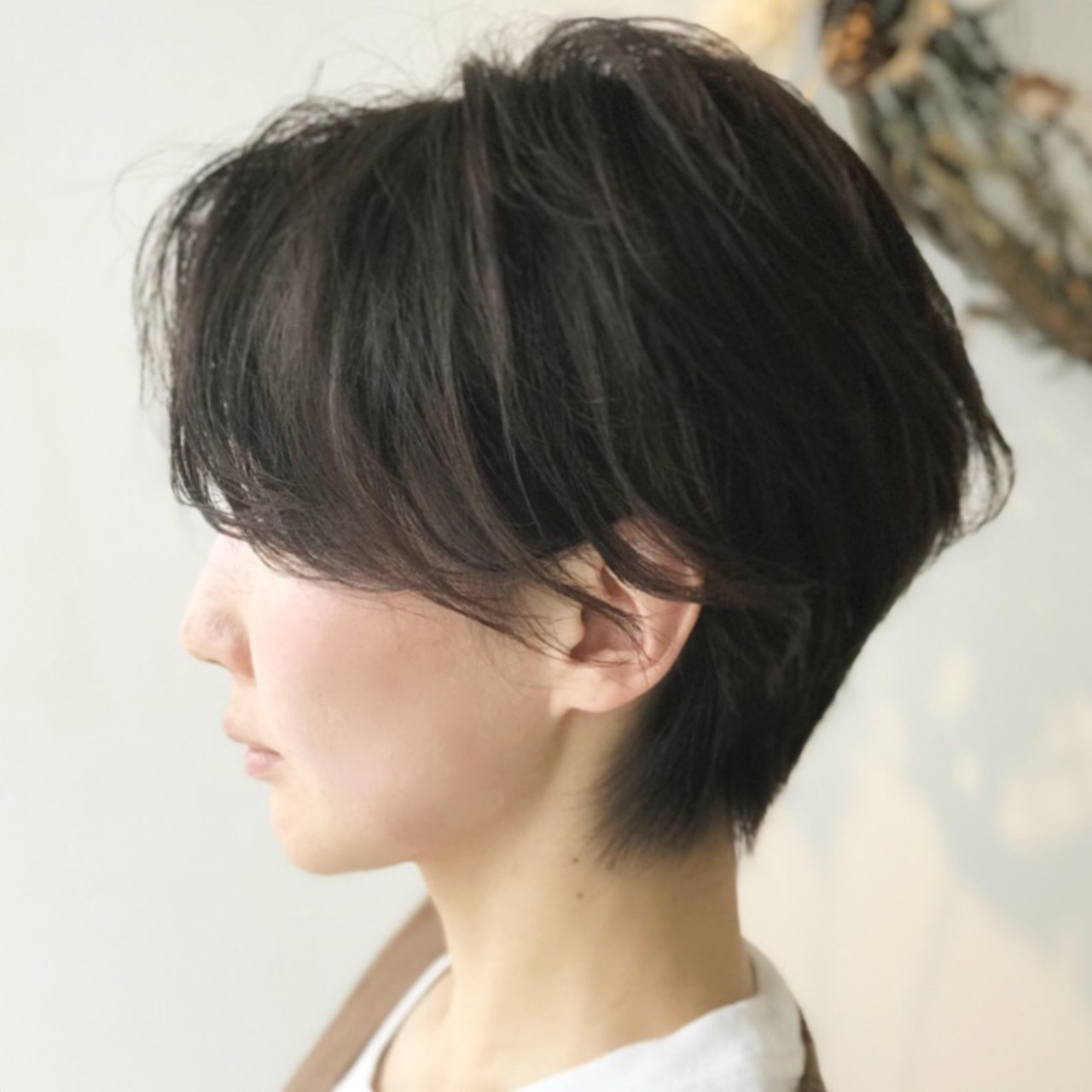 前下がりショート オフィス ナチュラル デート ヘアスタイルや髪型の写真・画像   戸井田真幸 / cercle