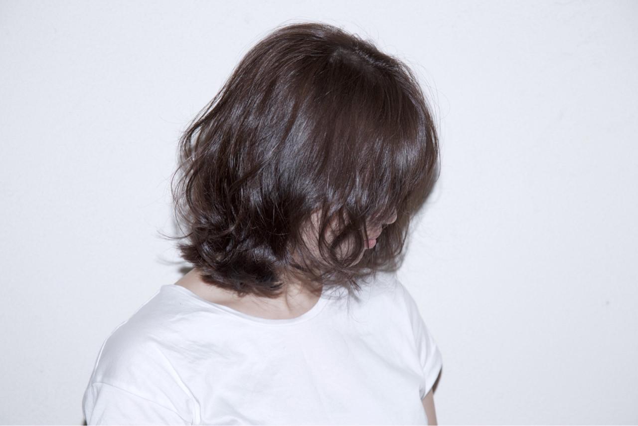 ストリート ミディアム 暗髪 ハイライト ヘアスタイルや髪型の写真・画像