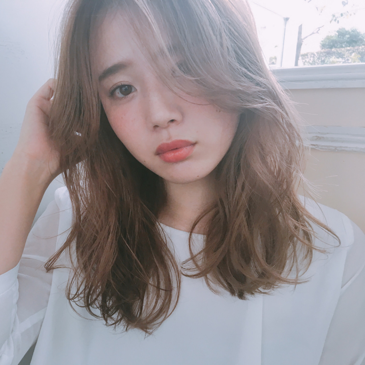 セミロング 色気 パーマ フェミニン ヘアスタイルや髪型の写真・画像 | Unami 工藤由佳 / Unami omotesando