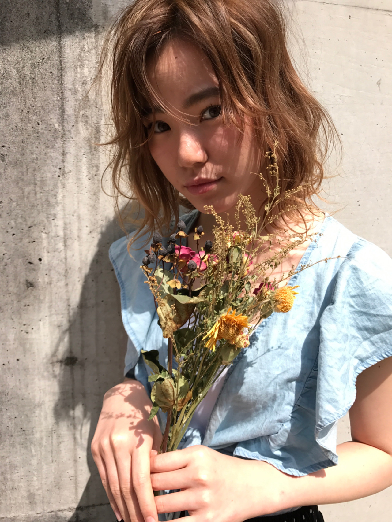 ミディアム アンニュイ ウェーブ 外国人風 ヘアスタイルや髪型の写真・画像