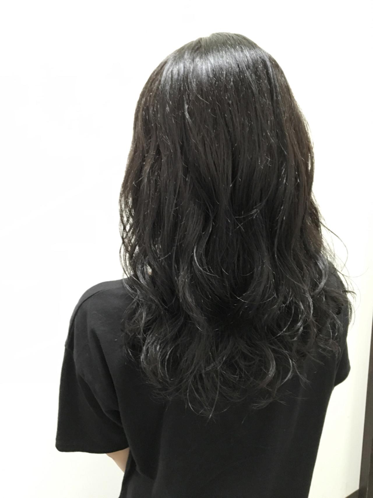 モード セミロング アッシュブラック 暗髪 ヘアスタイルや髪型の写真・画像 | 友木 清貴 / SUPERBE