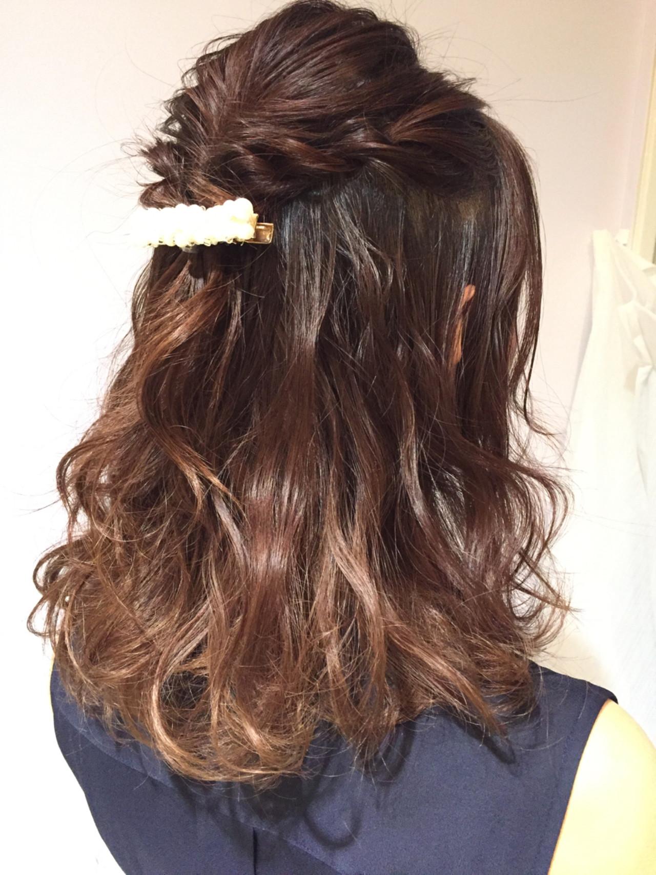 ミディアム フェミニン ウェーブ ヘアアレンジ ヘアスタイルや髪型の写真・画像