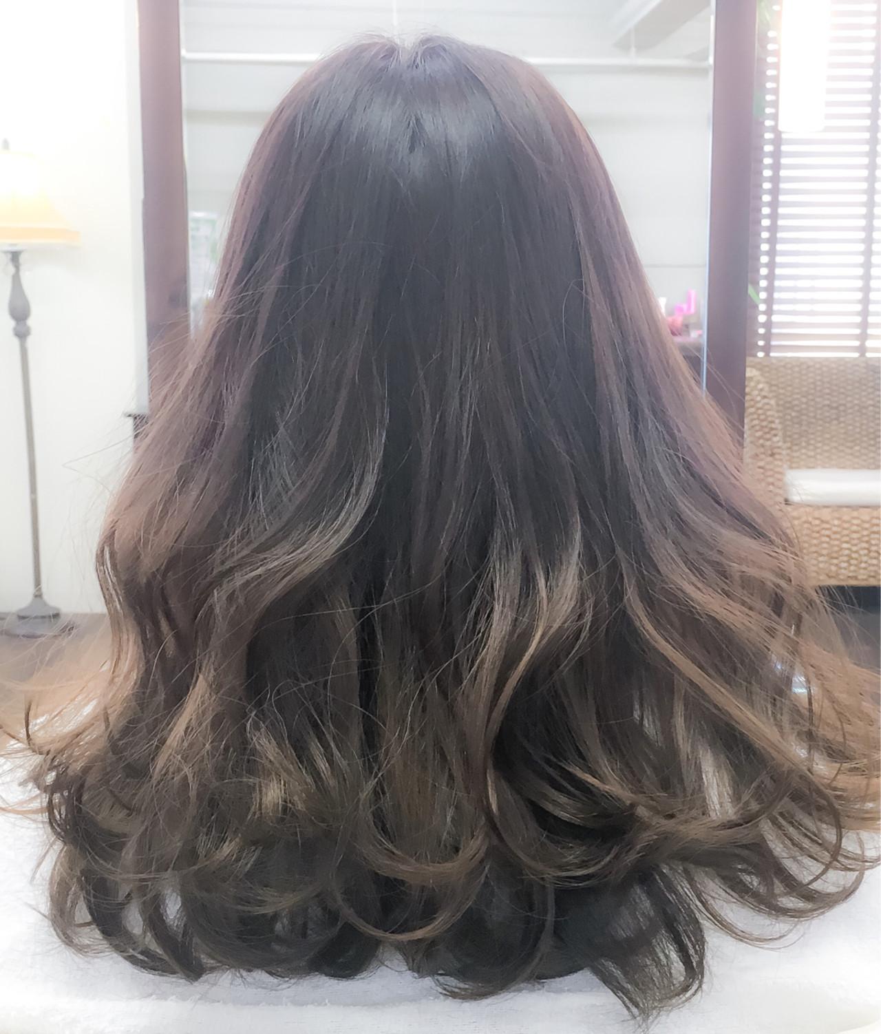 グラデーションカラー 外国人風 グレージュ ミディアム ヘアスタイルや髪型の写真・画像
