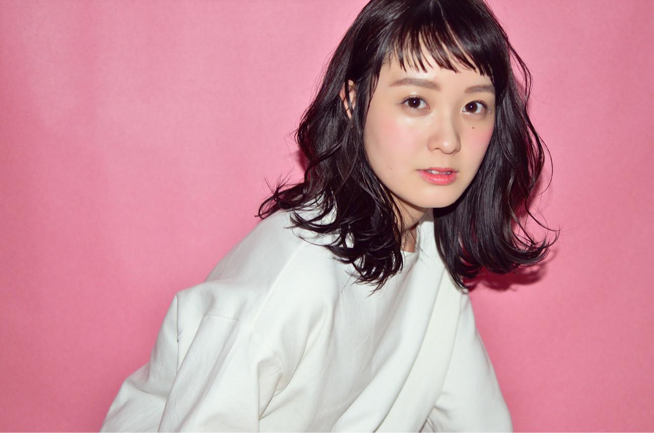色気 リラックス ナチュラル 斜め前髪 ヘアスタイルや髪型の写真・画像