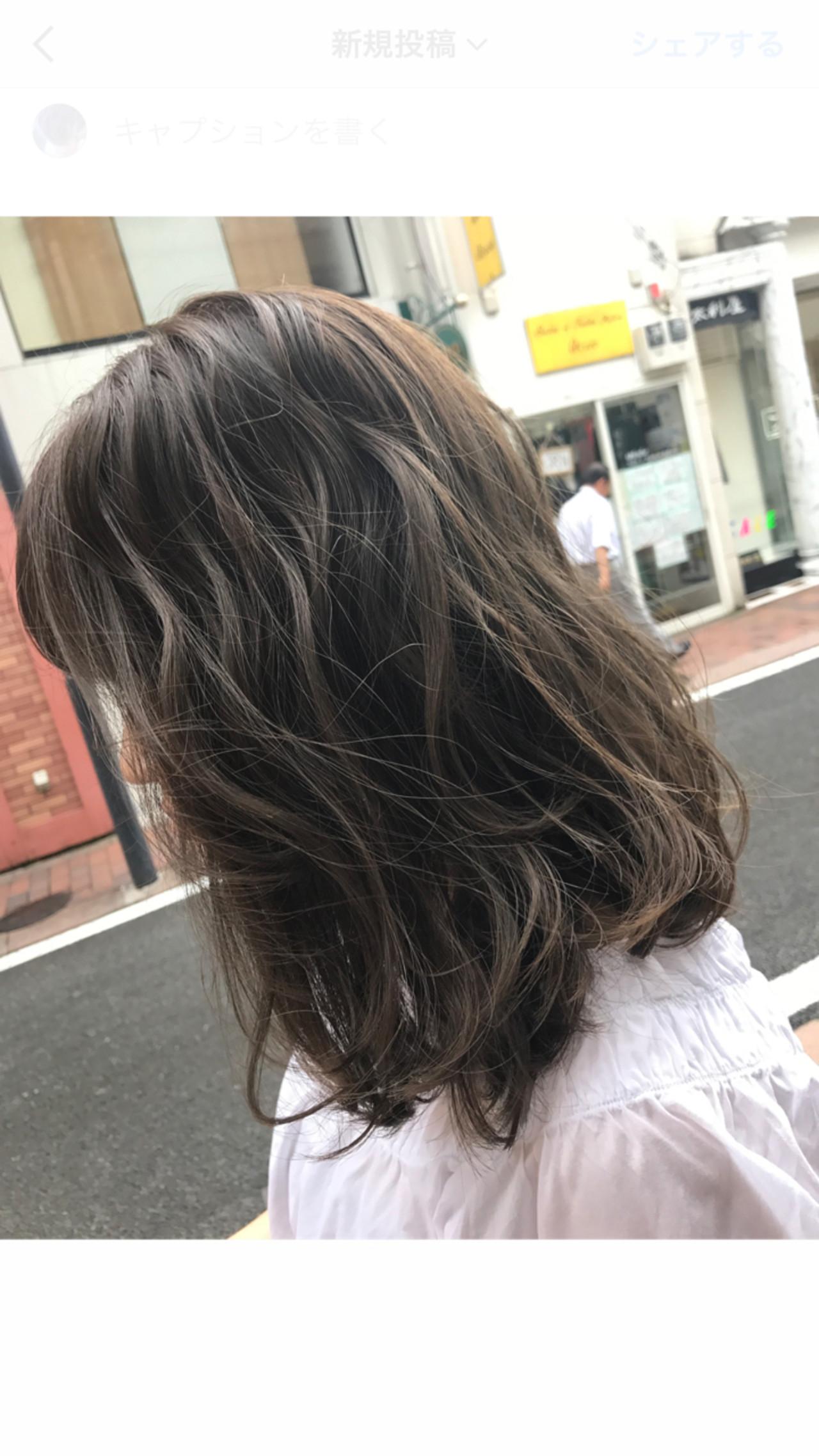 ミディアム ハイライト グレージュ ナチュラル ヘアスタイルや髪型の写真・画像 | 桝田 由佳 / vicus hair