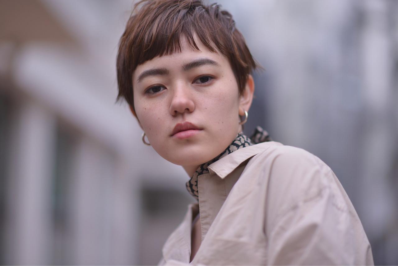 レディース ショート 外国人風カラー ミルクティーベージュ ヘアスタイルや髪型の写真・画像