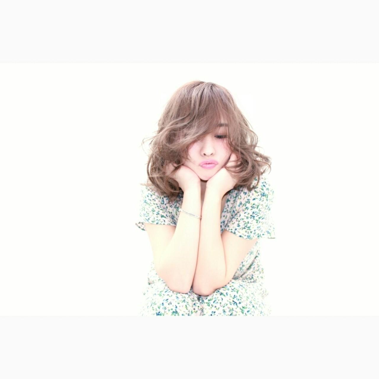 色気 ミディアム フェミニン ボブ ヘアスタイルや髪型の写真・画像