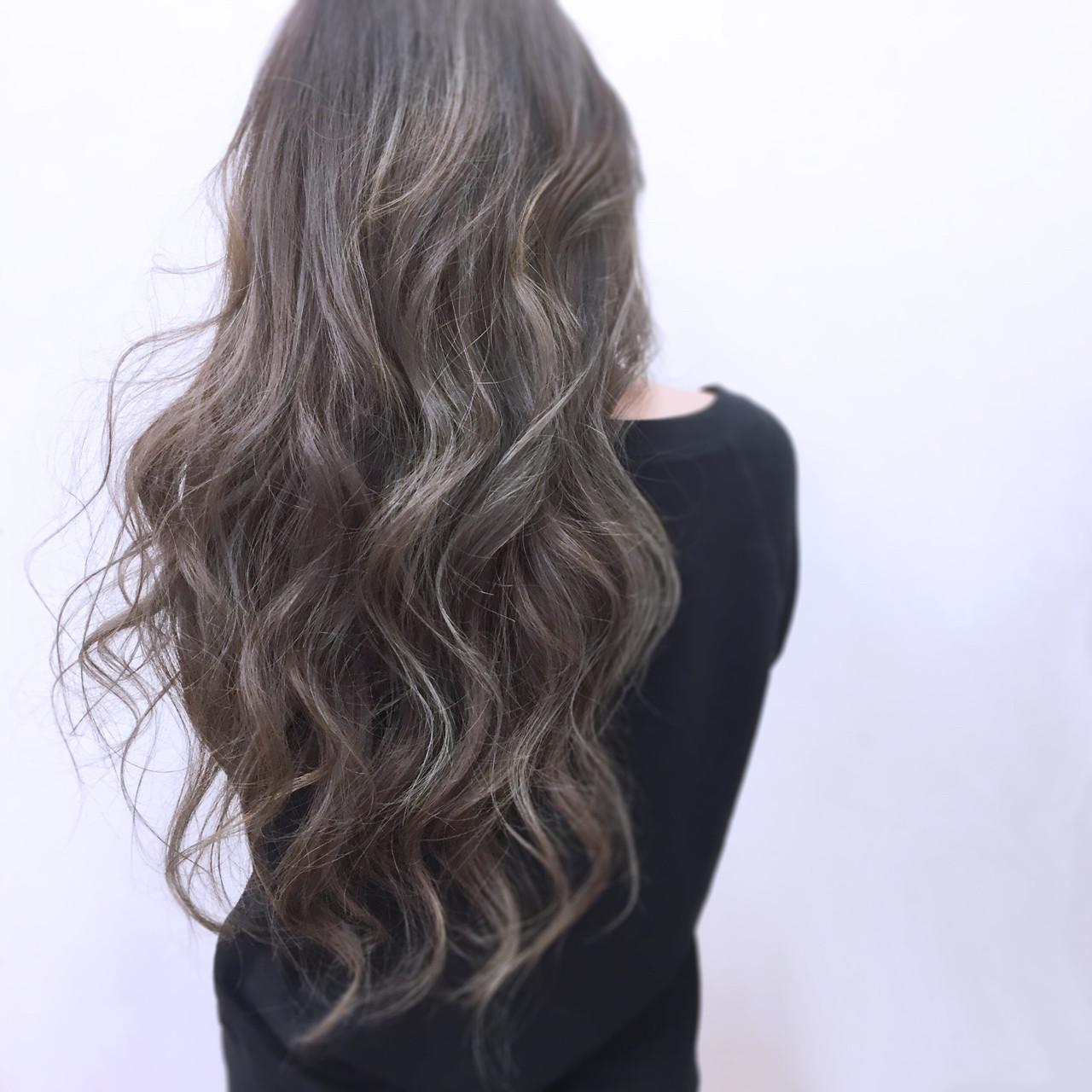 グレージュ ニュアンス ロング ハイライト ヘアスタイルや髪型の写真・画像
