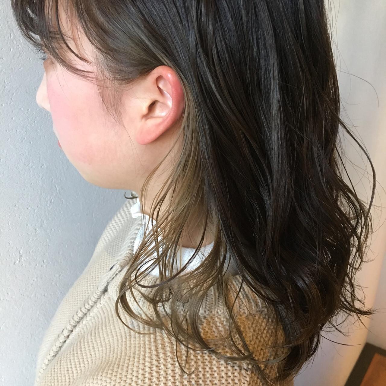 ミディアム インナーカラー ガーリー ミルクティーベージュ ヘアスタイルや髪型の写真・画像 | 岡本 光太 / Acotto Labas
