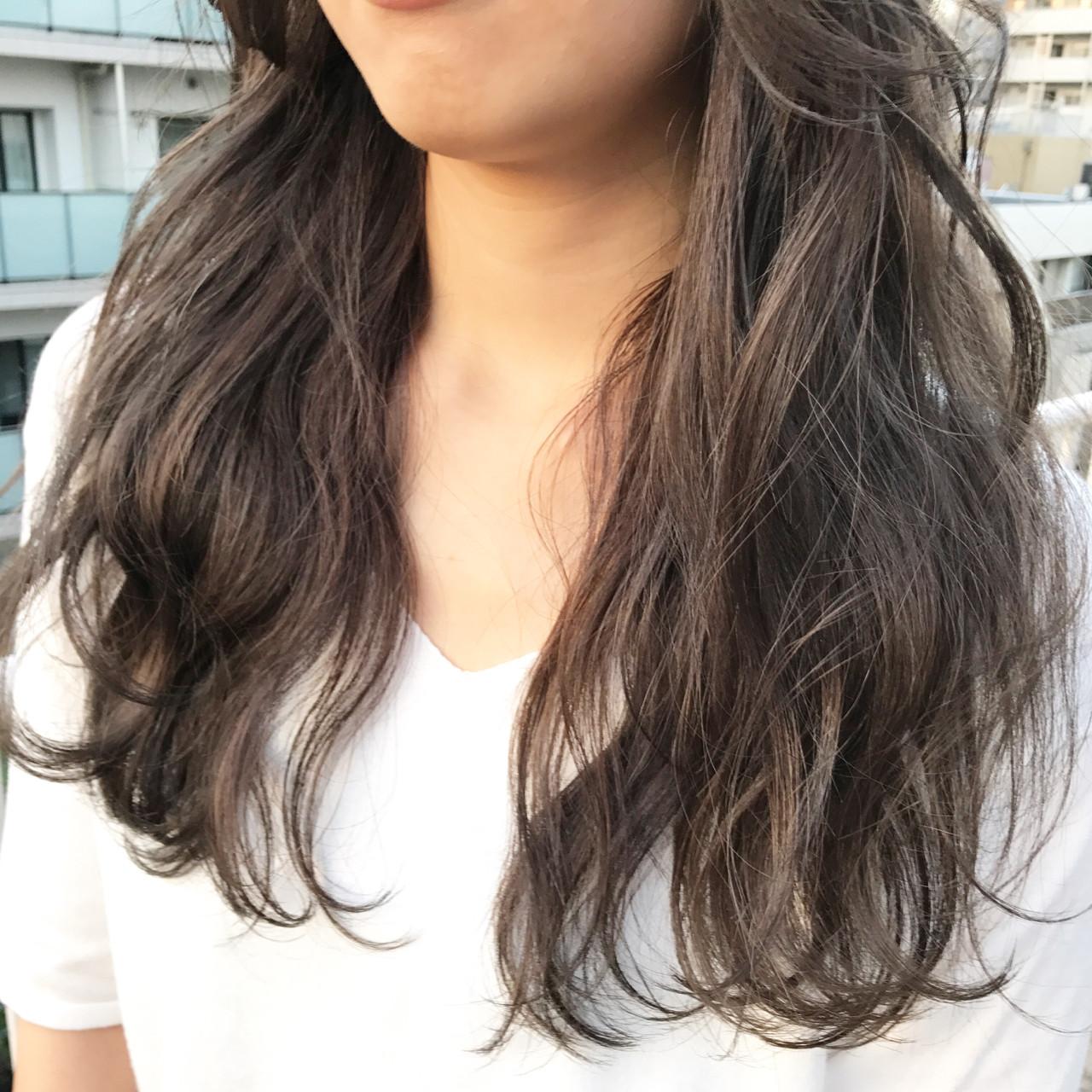 グレーアッシュ アッシュグレージュ アッシュベージュ ロング ヘアスタイルや髪型の写真・画像