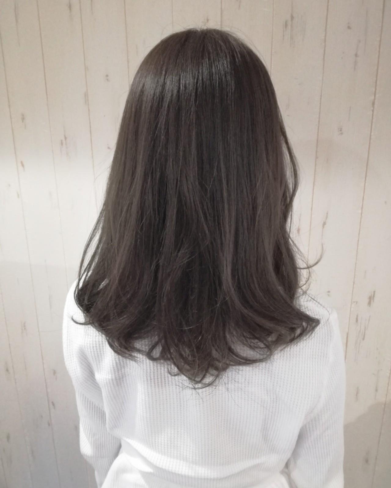セミロング 暗髪 ナチュラル アッシュグレー ヘアスタイルや髪型の写真・画像 | 西川 敏夫 / Any