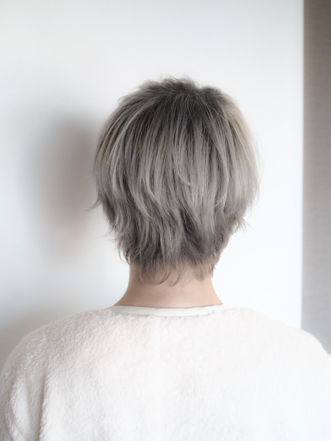 ホワイト シルバー グレージュ ショート ヘアスタイルや髪型の写真・画像
