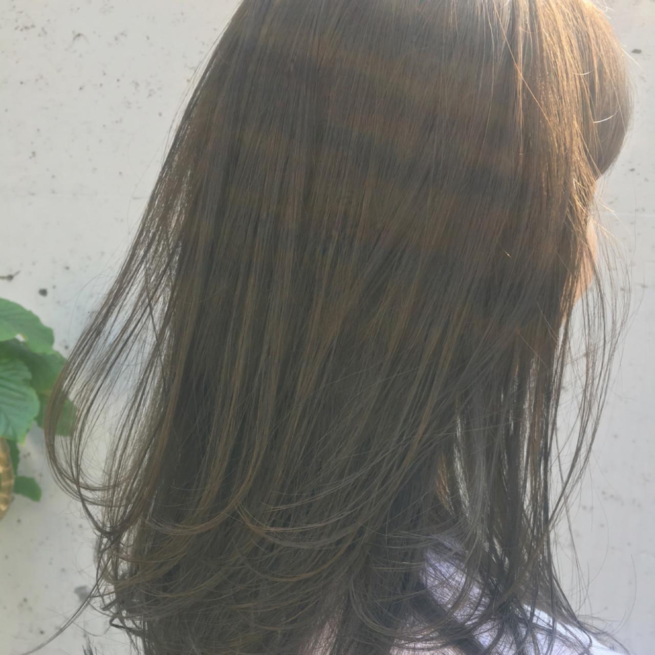リラックス アッシュ ブリーチなし ガーリー ヘアスタイルや髪型の写真・画像