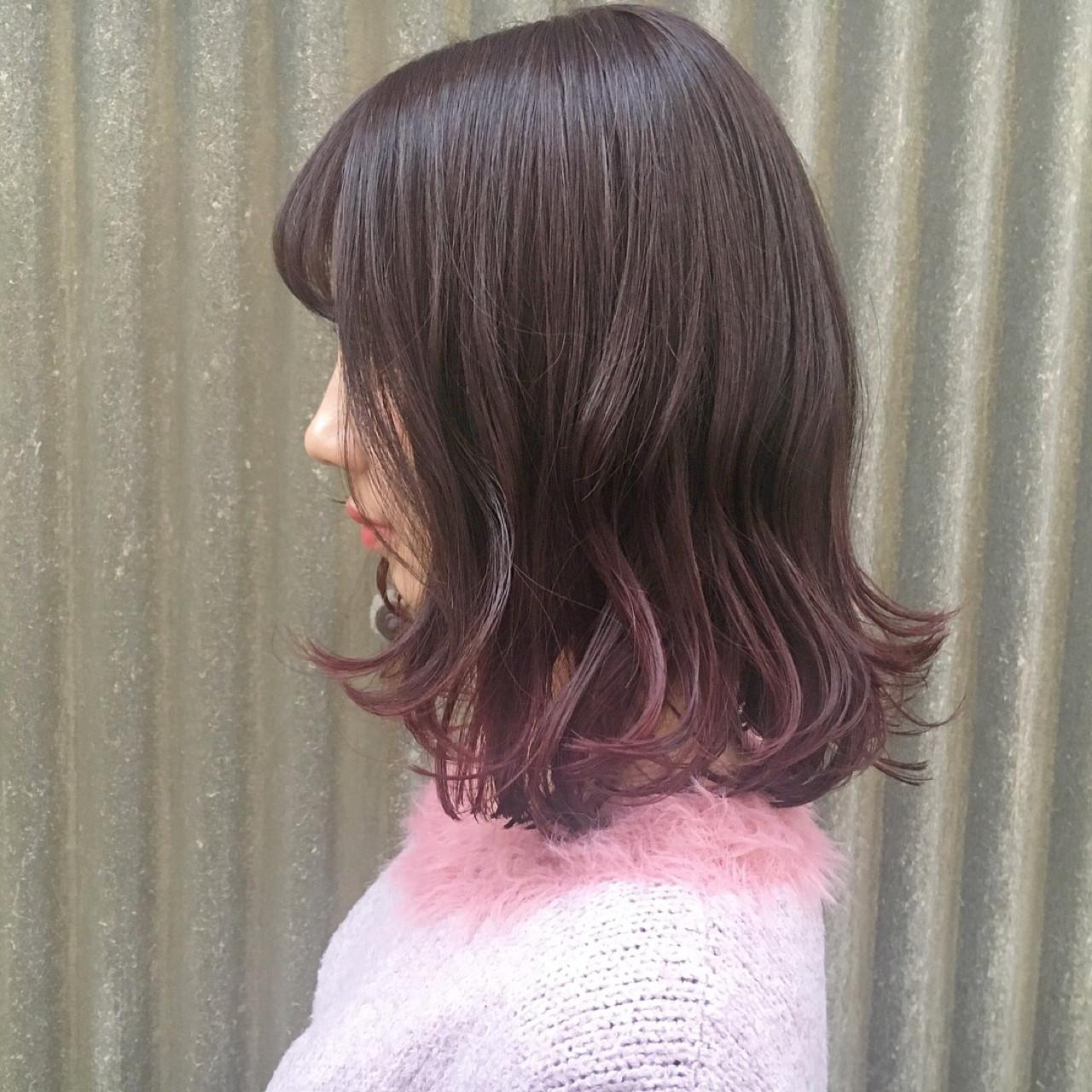 レッド グラデーションカラー ピンク セミロング ヘアスタイルや髪型の写真・画像