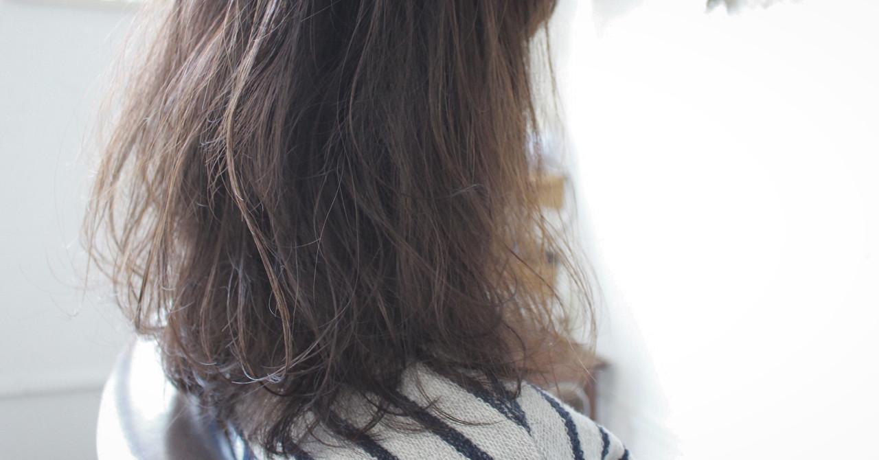 フェミニン アッシュ ゆるふわ ナチュラル ヘアスタイルや髪型の写真・画像