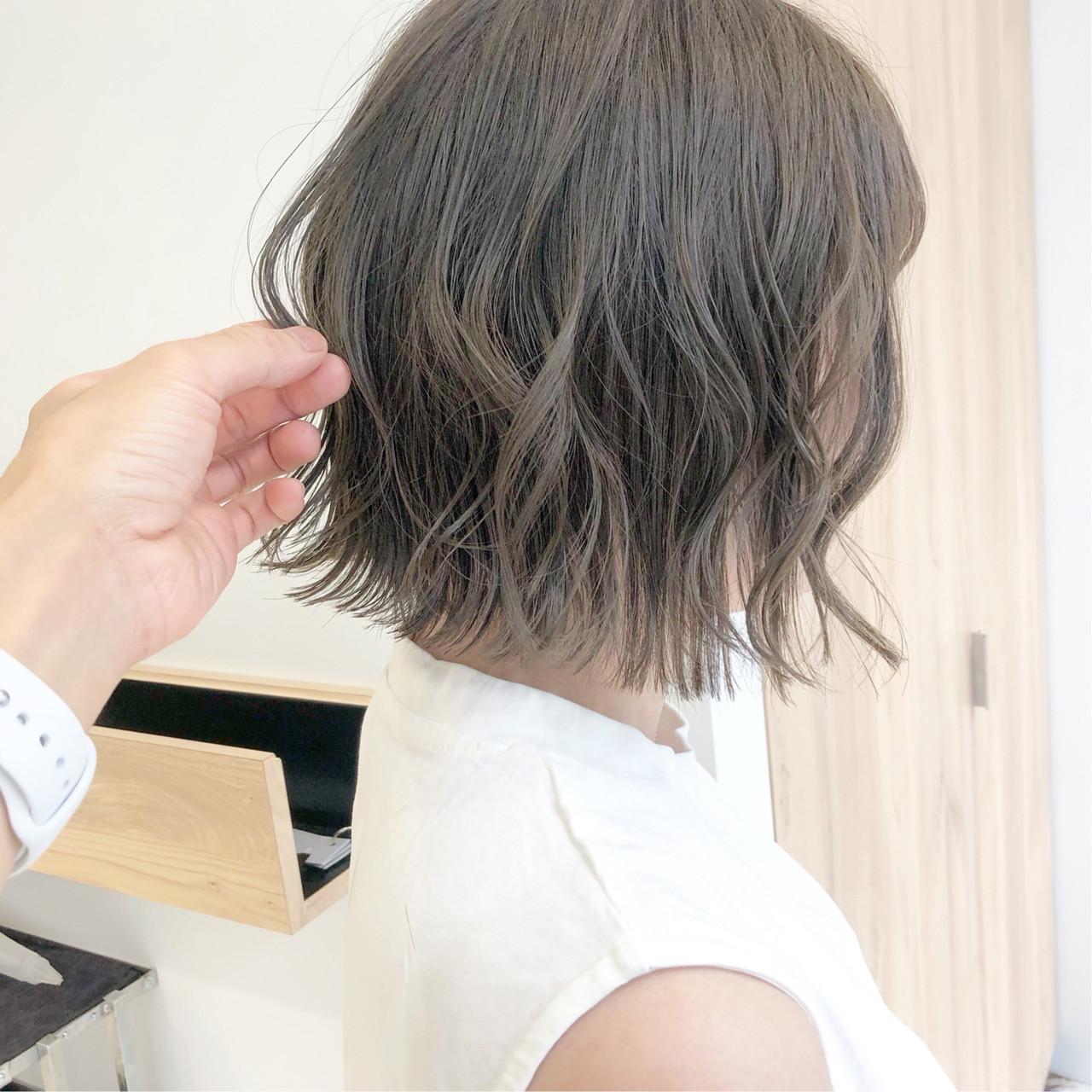 ベリーショート インナーカラー フェミニン ボブ ヘアスタイルや髪型の写真・画像