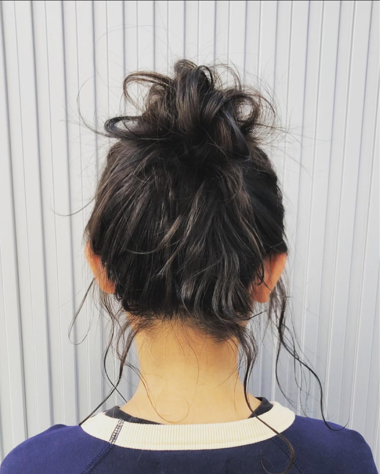 お団子ヘア ナチュラル ゴールドピン お団子アレンジ ヘアスタイルや髪型の写真・画像