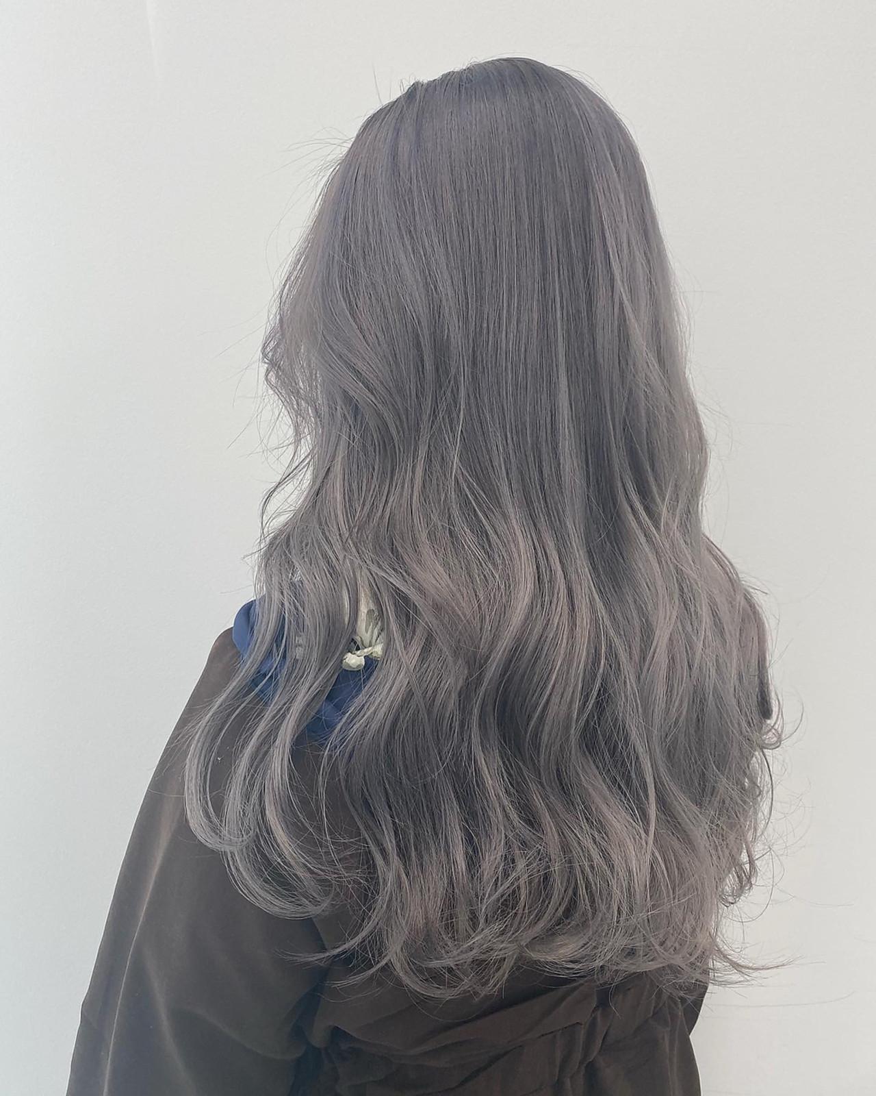 シルバーアッシュ アッシュグレージュ 3Dハイライト モテ髪 ヘアスタイルや髪型の写真・画像