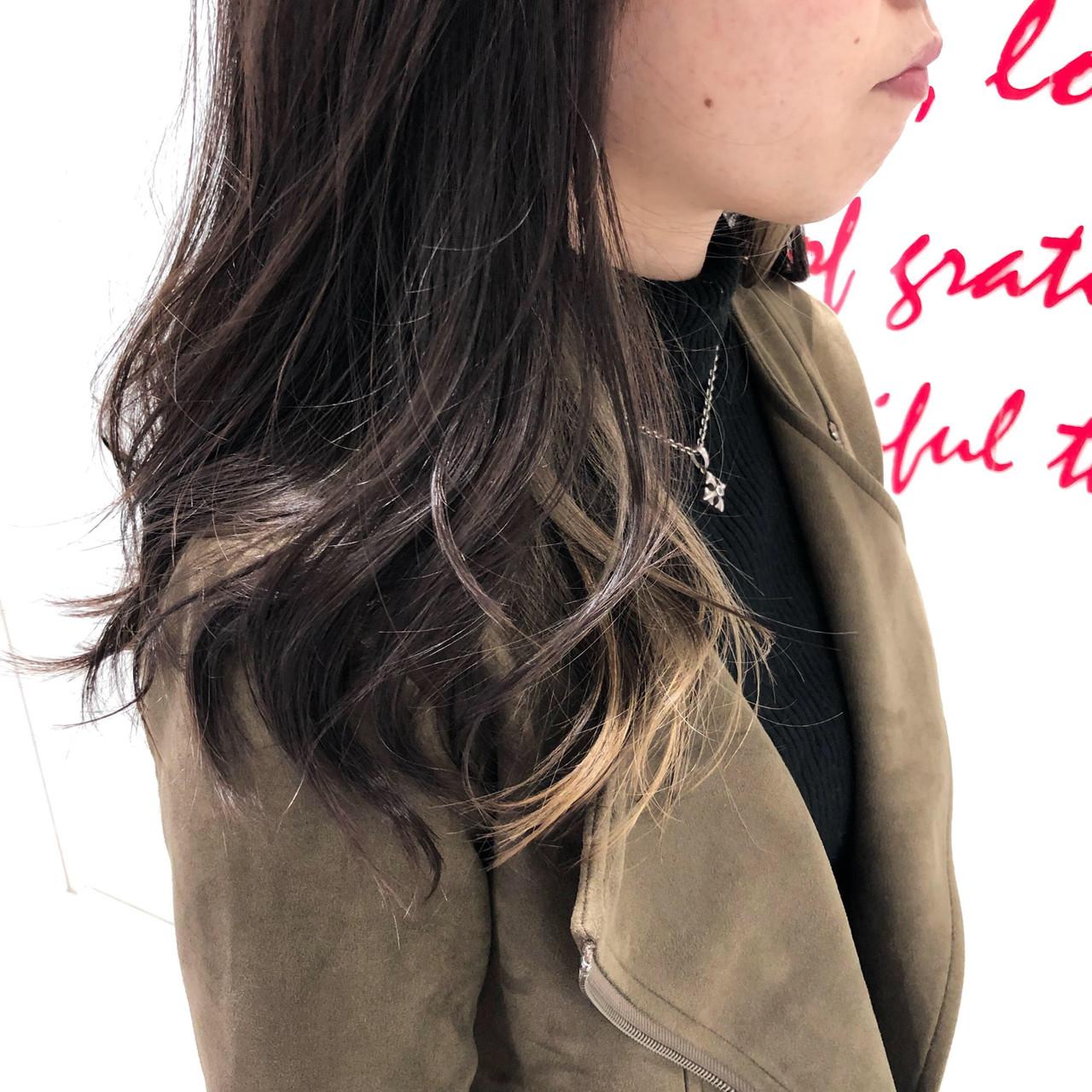 ダブルカラー インナーカラー セミロング ベージュ ヘアスタイルや髪型の写真・画像