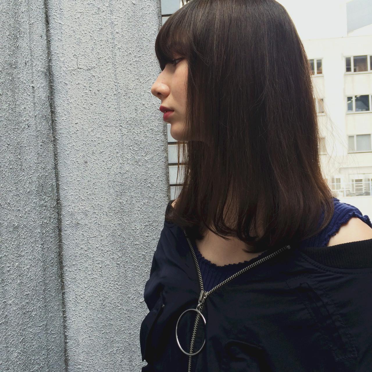 暗髪 セミロング アッシュ 外国人風 ヘアスタイルや髪型の写真・画像 | YUKINA / HOMIE TOKYO / HOMIE TOKYO