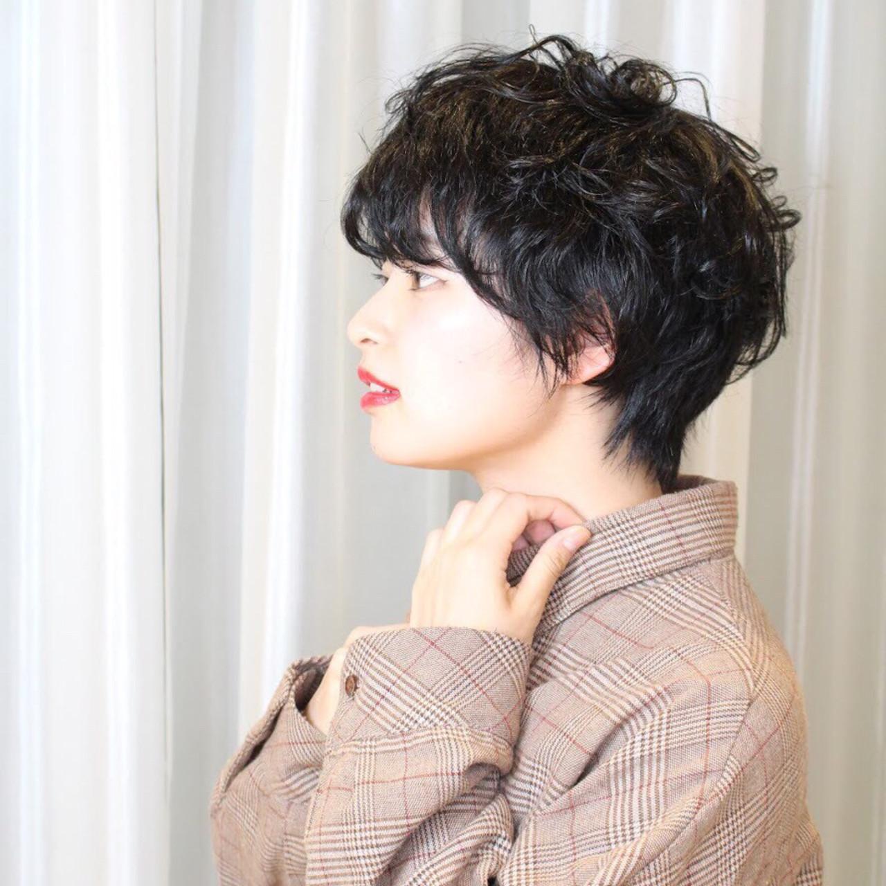 パーマ ナチュラル ウルフカット ショート ヘアスタイルや髪型の写真・画像 | Reina /