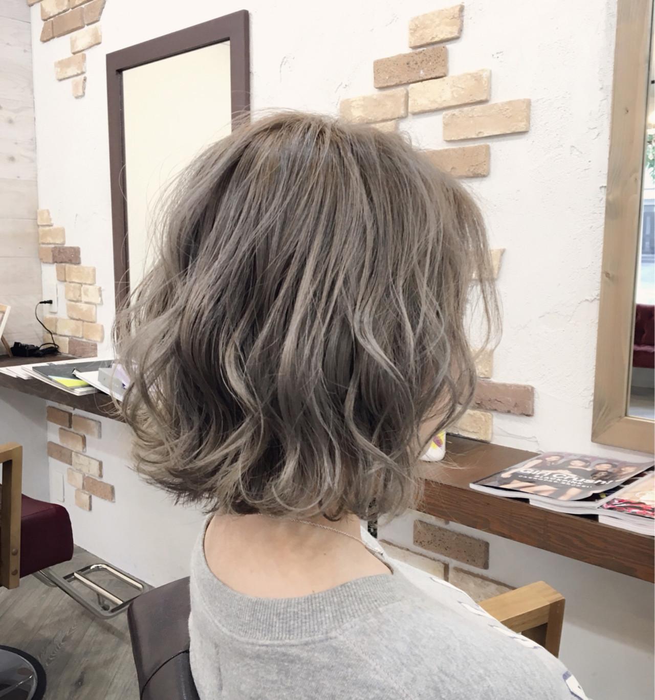 ホワイトアッシュ ウェーブ ゆるふわ 大人かわいい ヘアスタイルや髪型の写真・画像   友木 清貴 / SUPERBE