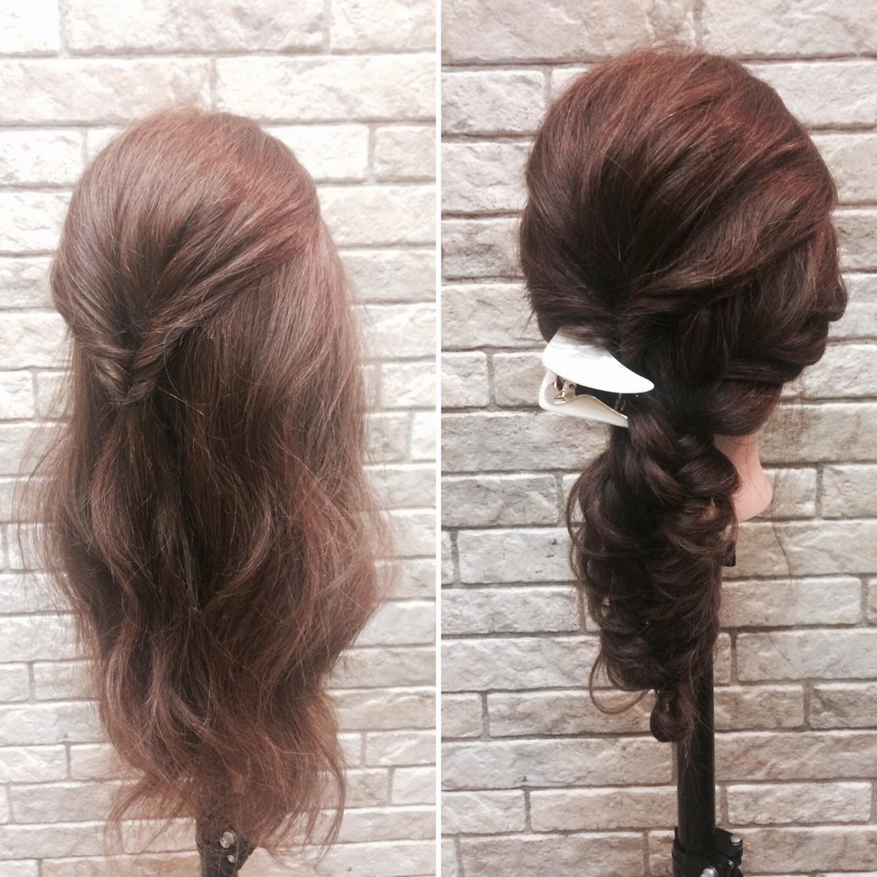 簡単アレンジ♡ 1.左側でくるりんぱ 2.下の残りの髪を編み込みしてくずしたら完成!!  三角クリップとも相性◎