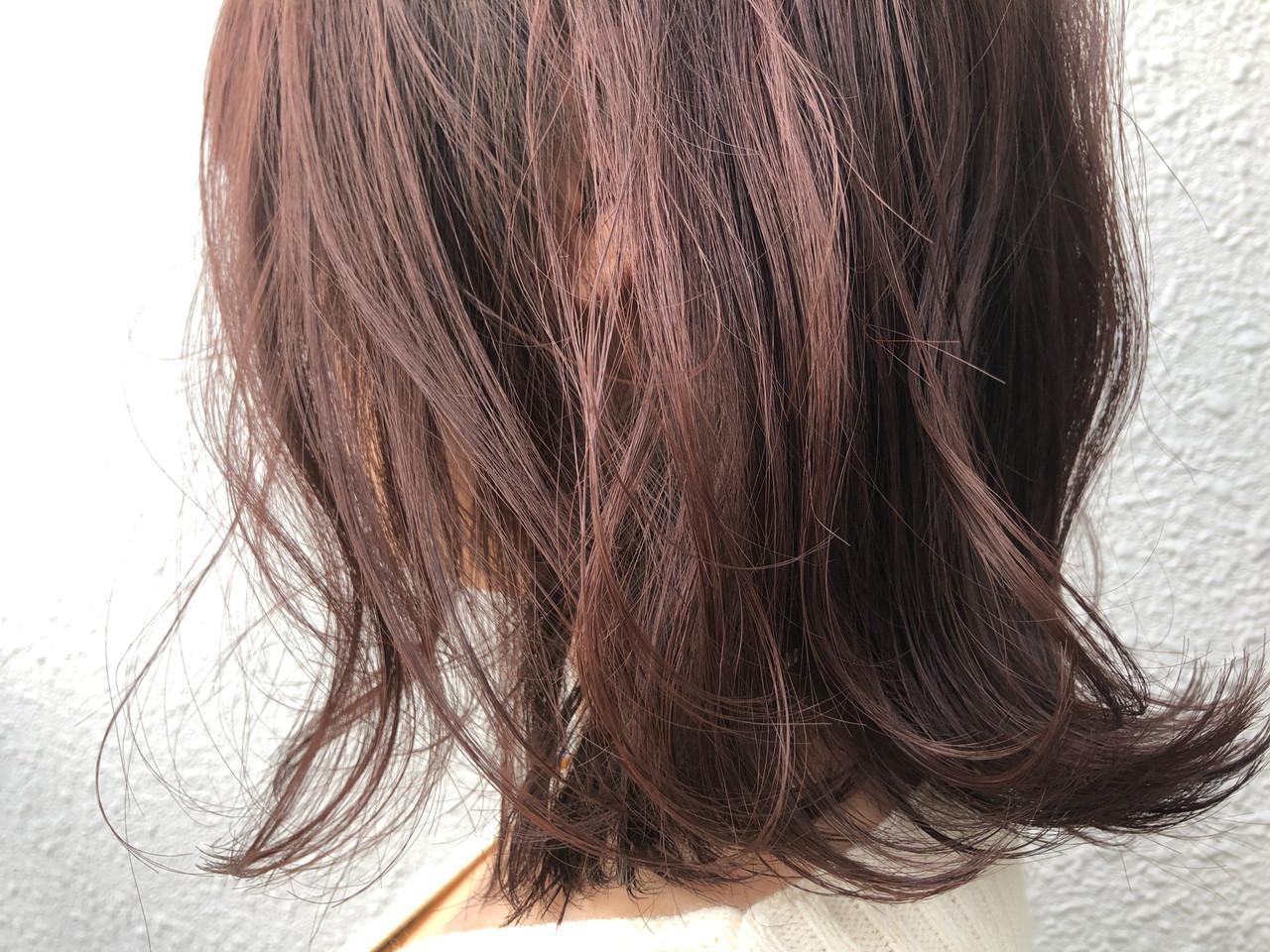 ナチュラル ミディアム ベリーピンク 切りっぱなしボブ ヘアスタイルや髪型の写真・画像