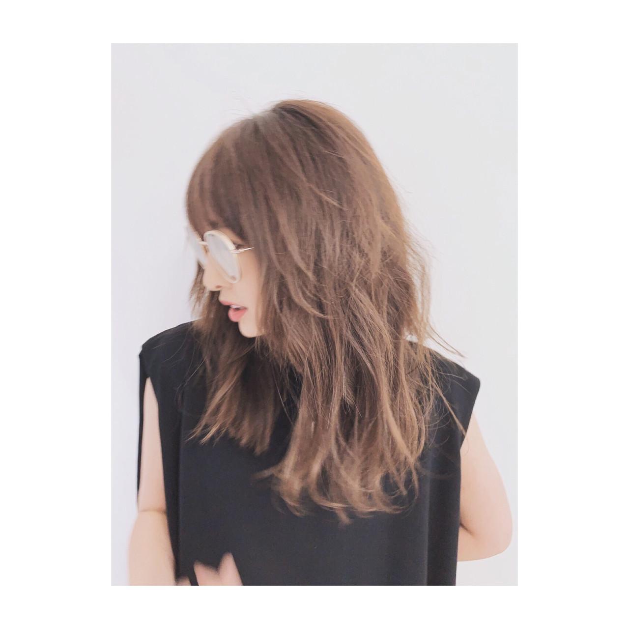 オフィス エレガント デジタルパーマ セミロング ヘアスタイルや髪型の写真・画像