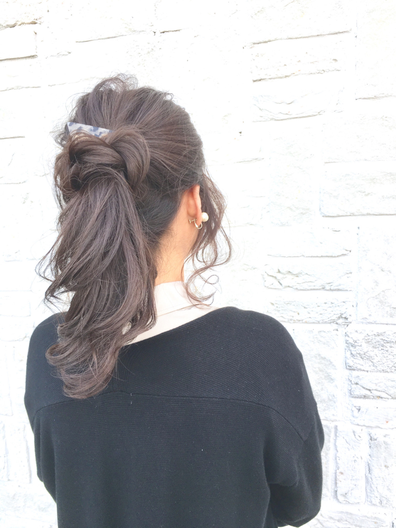 アッシュ ポニーテール 大人女子 セミロング ヘアスタイルや髪型の写真・画像