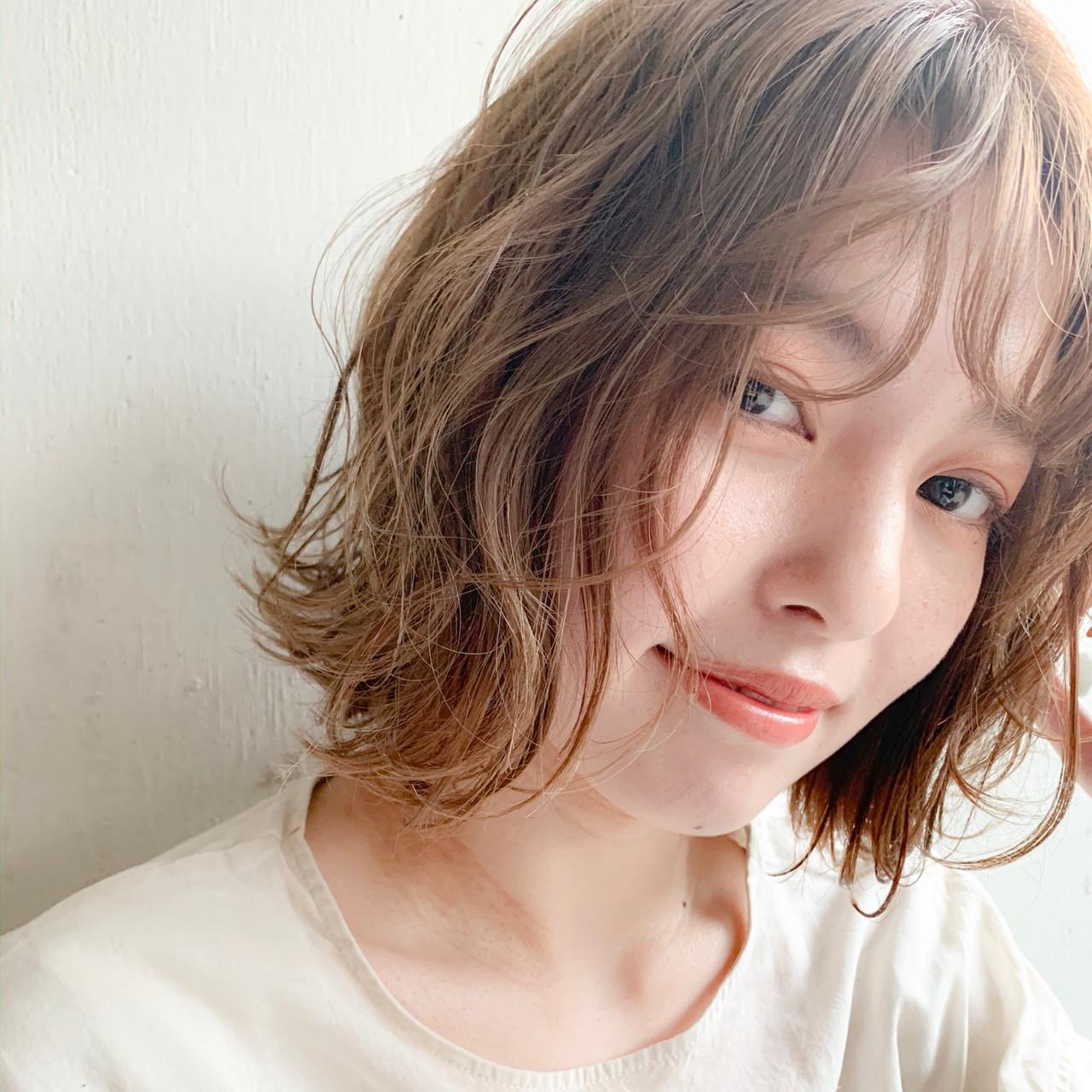 前髪 ヌーディベージュ インナーカラー ゆるふわパーマ ヘアスタイルや髪型の写真・画像
