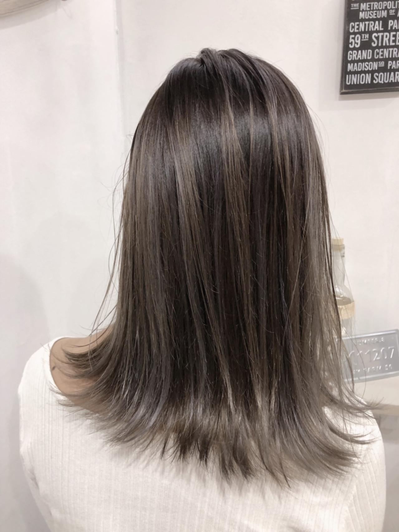 ミディアム 透明感 モード バレイヤージュ ヘアスタイルや髪型の写真・画像