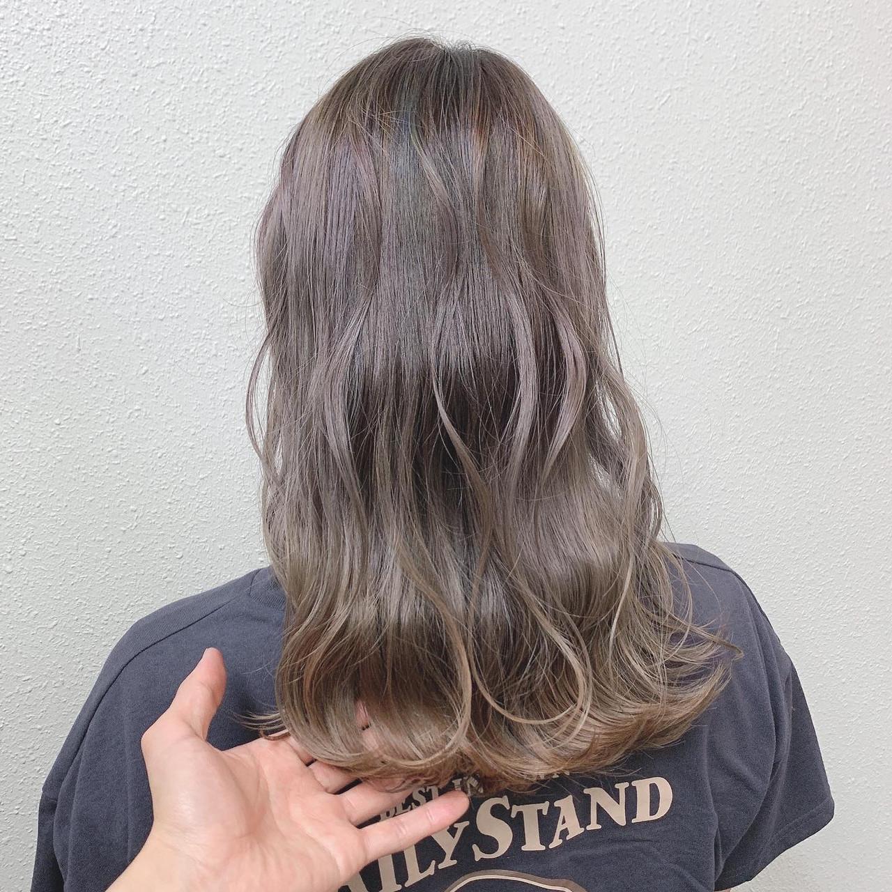 ピンクグレージュ ブリーチ グレージュ ガーリー ヘアスタイルや髪型の写真・画像