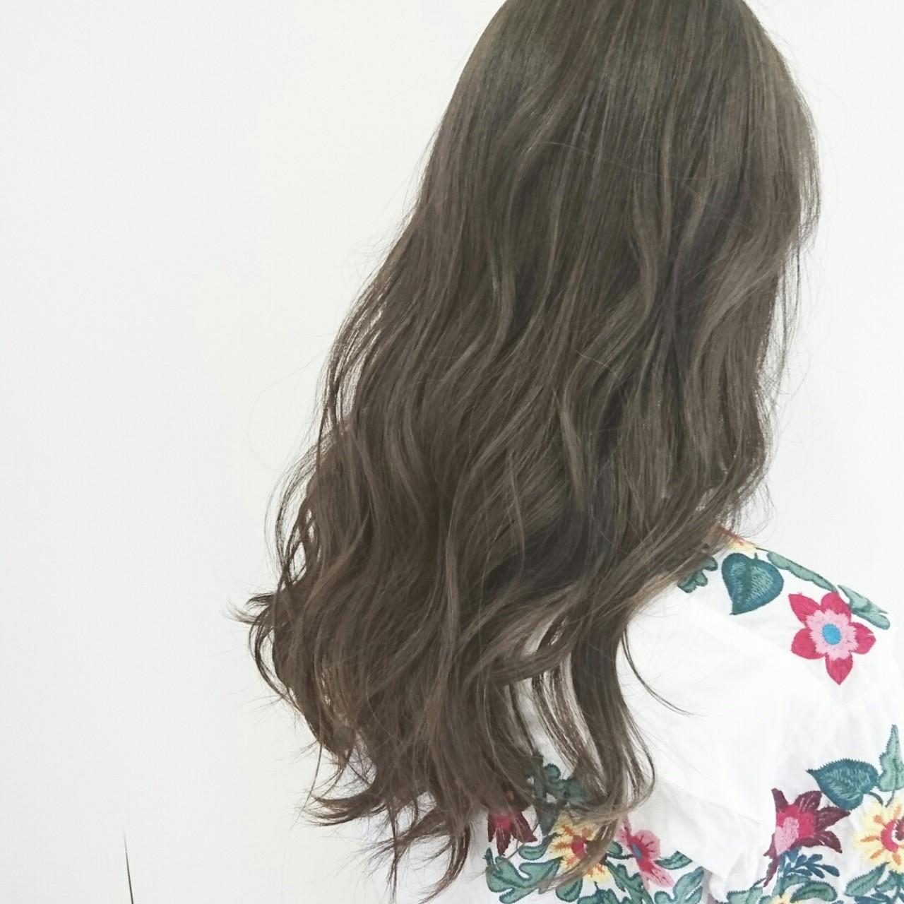 アッシュグレージュ 大人かわいい ロング ナチュラル ヘアスタイルや髪型の写真・画像