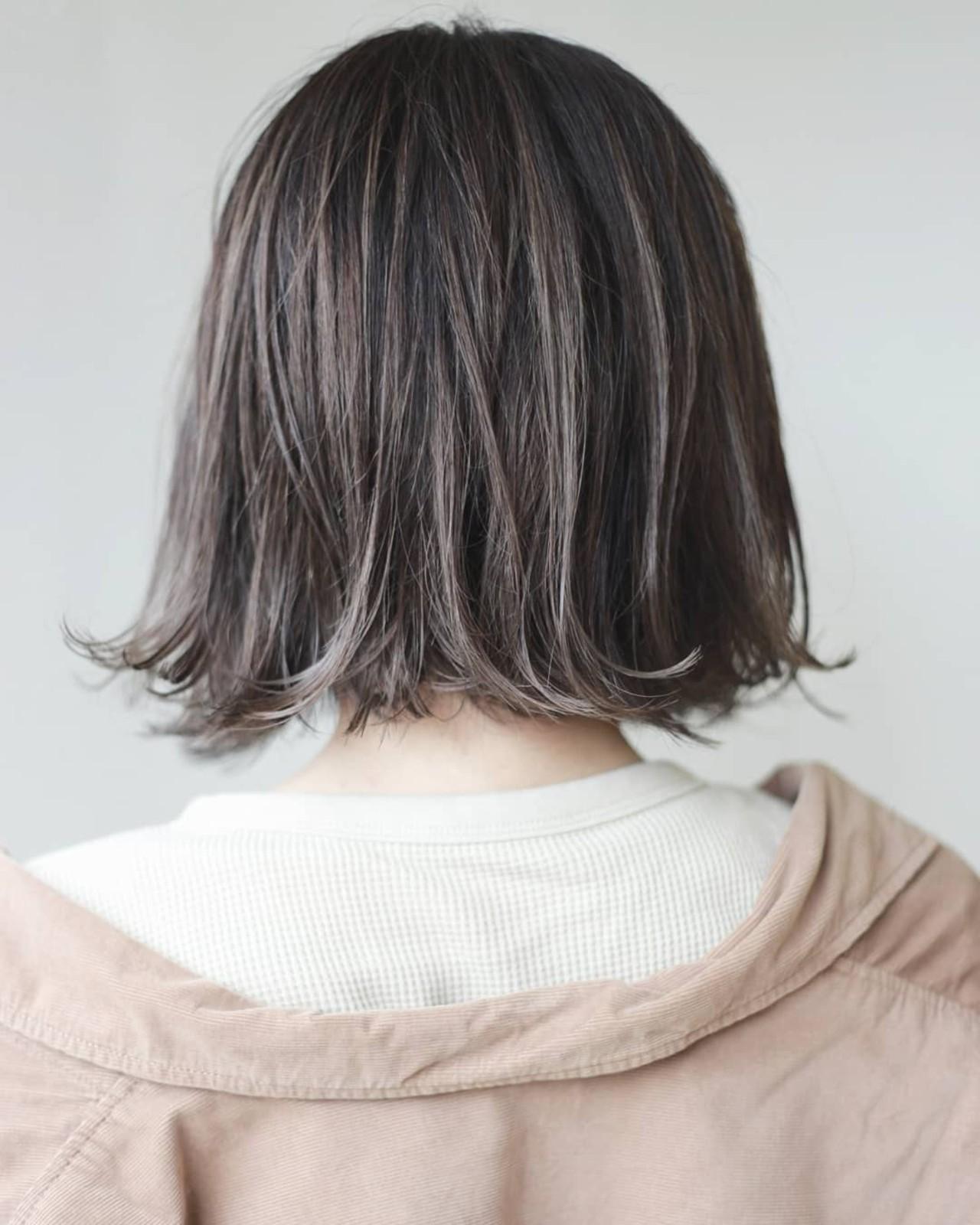 ハイライト ミルクティーグレー ナチュラル 透明感 ヘアスタイルや髪型の写真・画像