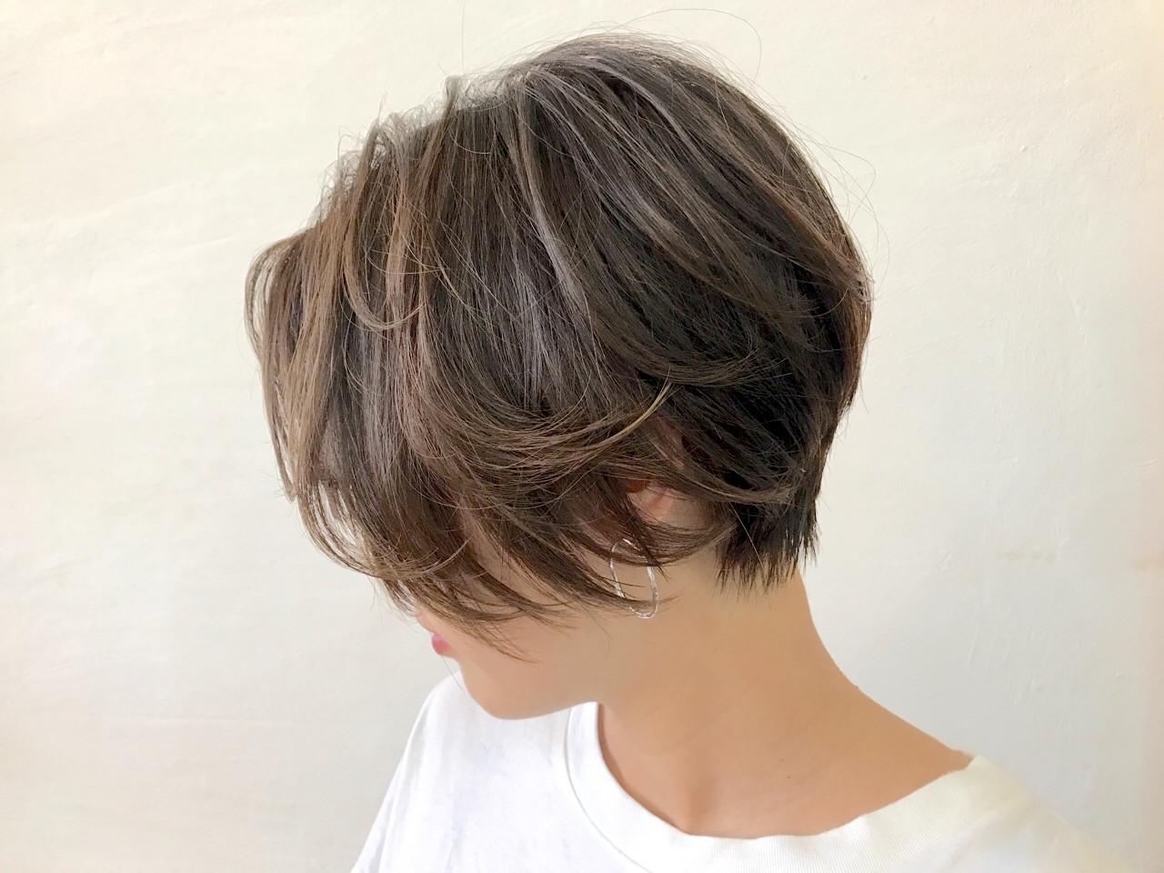 フェミニン ショート レイヤーカット ヘアスタイルや髪型の写真・画像 | Akane Ueda / Chillin Room