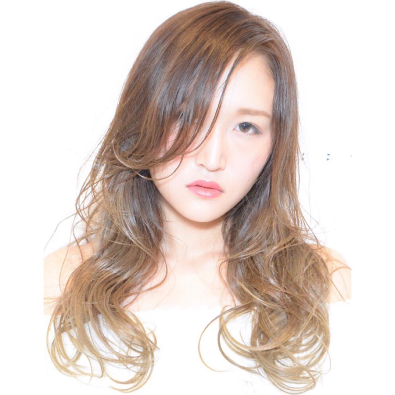 ナチュラル ウェットヘア 外国人風 グラデーションカラー ヘアスタイルや髪型の写真・画像   木島万里菜 /
