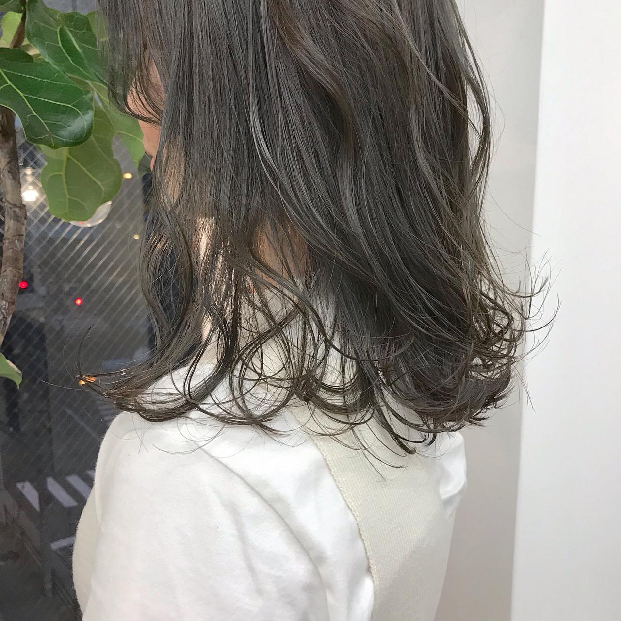 ゆるふわ マットグレージュ セミロング ナチュラル ヘアスタイルや髪型の写真・画像