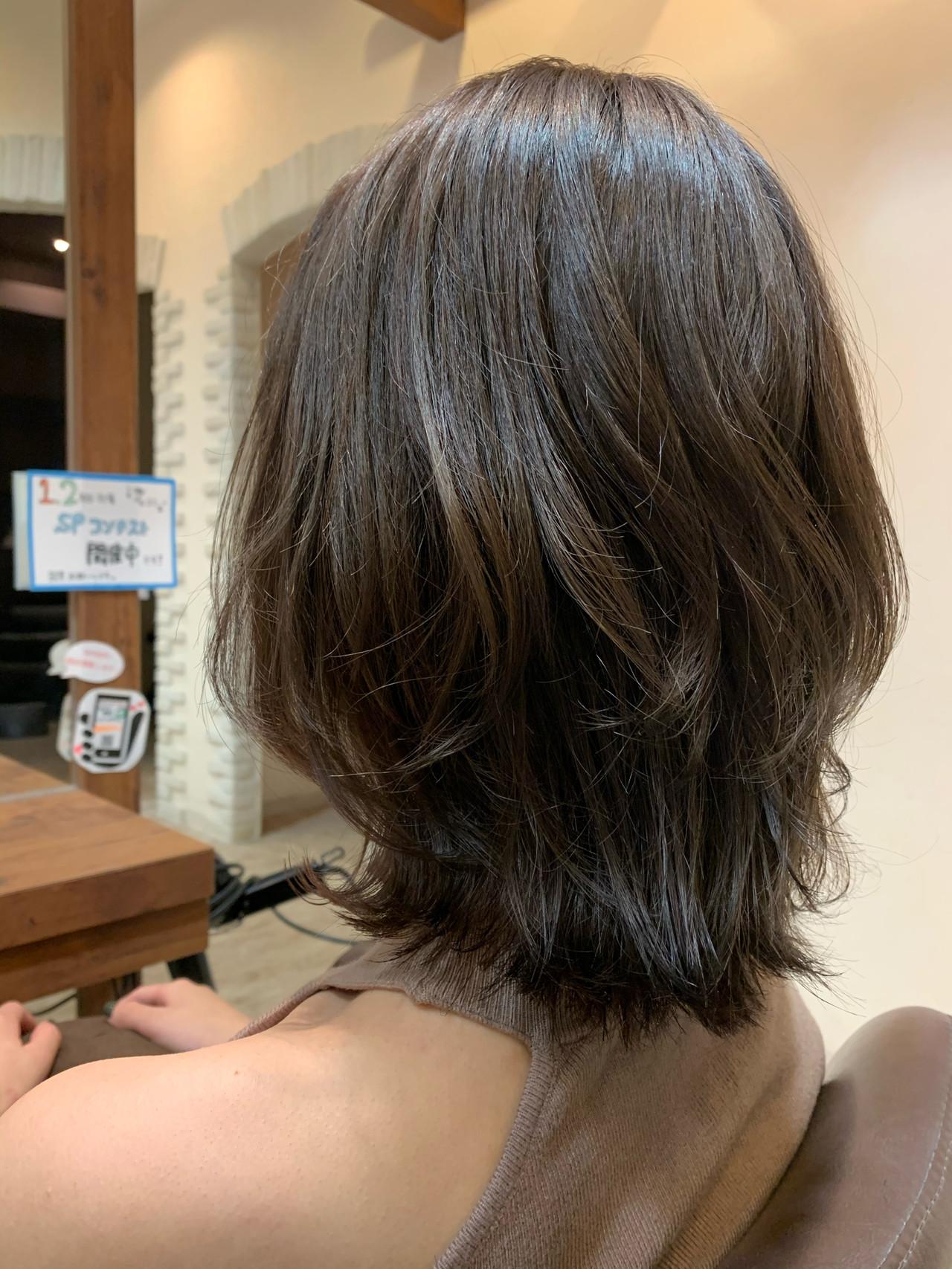 ミディアムヘアー 大人ミディアム 秋冬スタイル ミディアムレイヤー ヘアスタイルや髪型の写真・画像