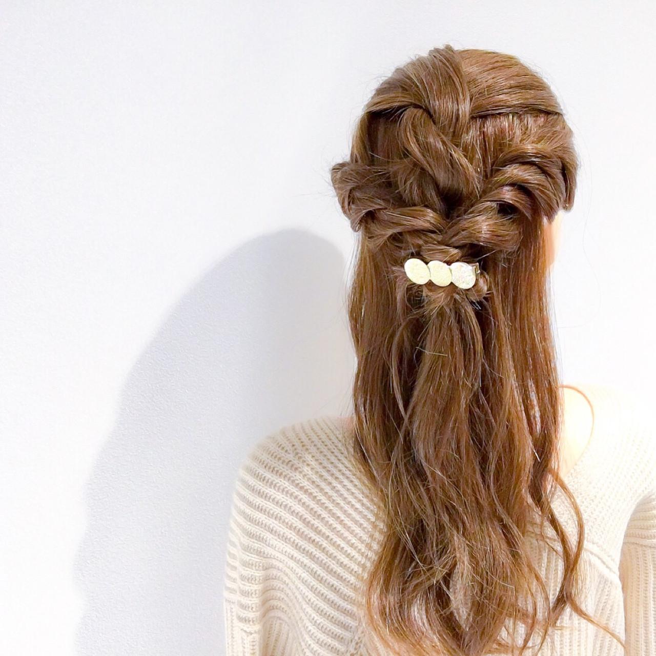 フェミニン ハーフアップ セミロング ヘアアレンジ ヘアスタイルや髪型の写真・画像