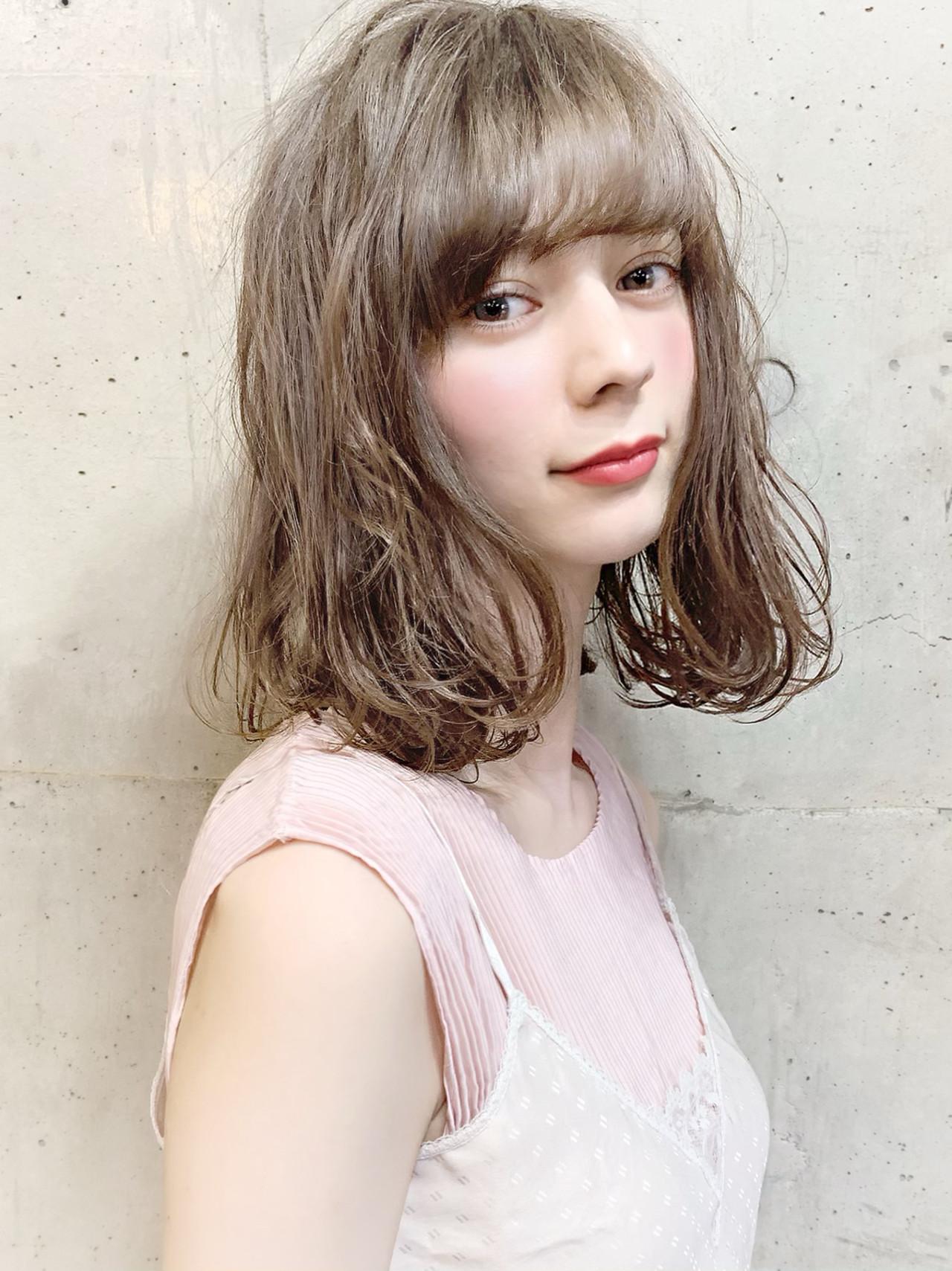 透明感カラー フェミニン デート オフィス ヘアスタイルや髪型の写真・画像