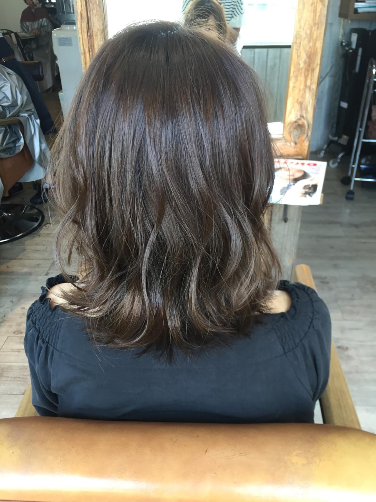セミロング 暗髪 アッシュ 色気 ヘアスタイルや髪型の写真・画像