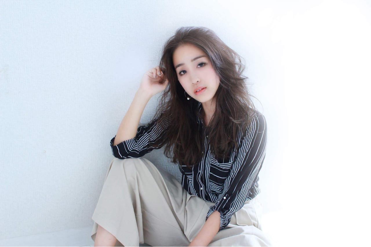 ロング 大人かわいい 暗髪 ナチュラル ヘアスタイルや髪型の写真・画像 | 三田村綾香 /