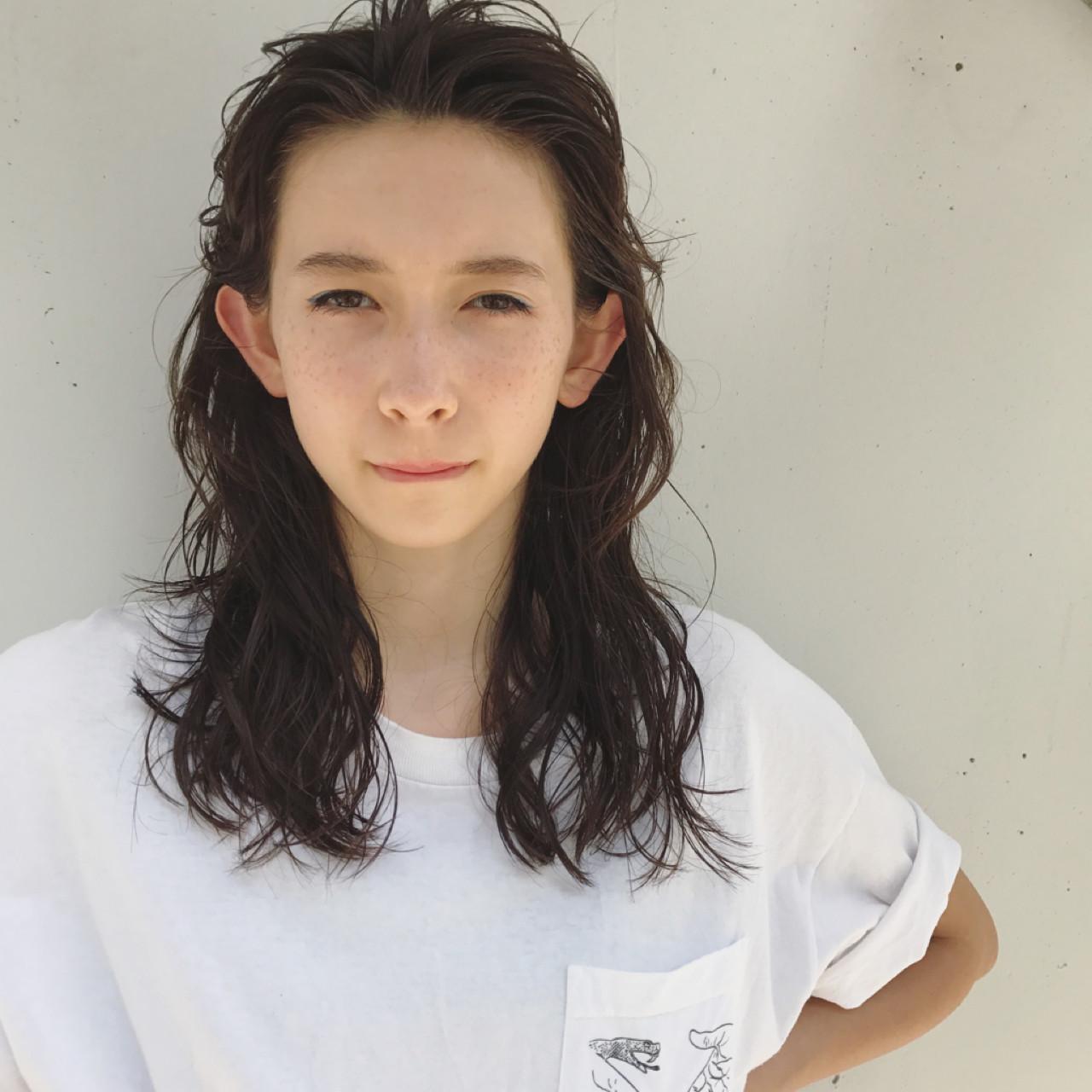 アンニュイ かき上げ前髪 ウェーブ 大人かわいい ヘアスタイルや髪型の写真・画像 | 馬橋達佳 / log