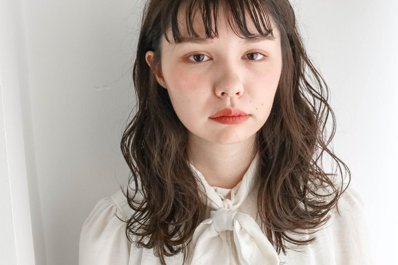 ゆるウェーブ ミルクティーベージュ シアーベージュ 外国人風フェミニン ヘアスタイルや髪型の写真・画像