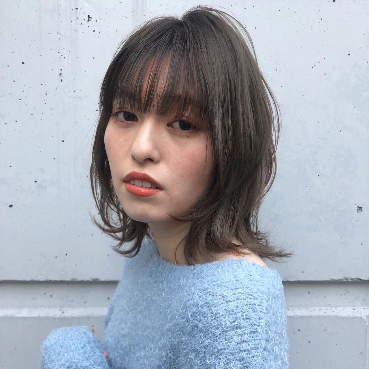 外ハネ ヘアアレンジ グレージュ デート ヘアスタイルや髪型の写真・画像 | 金崎 瑚能美 / TONI&GUYjapan 広尾